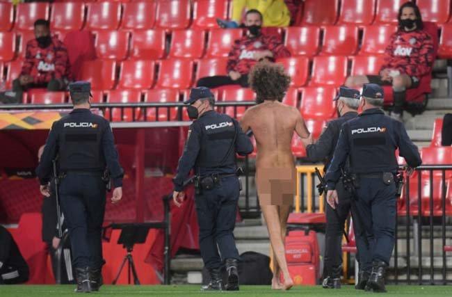 تصاویر 18+ از جیمی جامپ لخت در بازی منچستر یونایتد و گرانادا